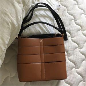 Shoulder/hand bag